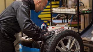 Acover рулит! Шиномонтаж и балансировка четырех колес в сети автосервисов Acover со скидкой 69%!