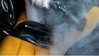 Комплексная химчистка салона автомобиля в техцентре «АвтоШинЦентр» со скидкой до 60%!