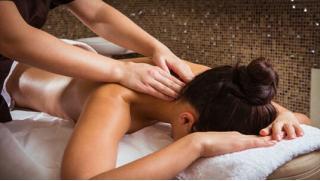 Акции на массаж в Москве! Массажи с обертыванием на выбор со скидкой до 90% в студии красоты и здоровья Mirelle!