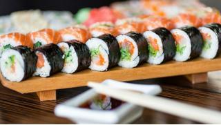 Купоны на еду! Всё меню службы доставки Monster Sushi со скидкой 50%! Каждому новому клиенту вкусный подарок или бесплатная доставка!
