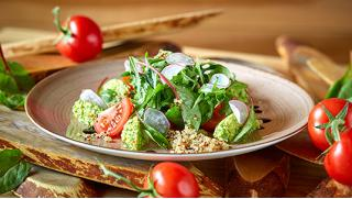 Мы стараемся для Вас! Комплексное питание в кафе-столовой «Время есть»: супы, салаты, мясные блюда! Скидка 50%!