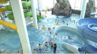 Билеты в аквапарк «Родео Драйв» в будни и выходные для двоих или четверых