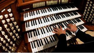 Скидки на билеты на концерт органной, классической или джазовой музыки в Кафедральном соборе Святых апостолов