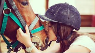 Скачем в даль! Катание на лошадях от конного клуба «Авенсис» со скидкой 52%!
