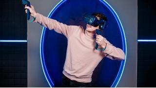Купоны развлечения! 60 минут игры в шлеме HTC Vive PRO в клубе виртуальной реальности VR Wave Club в любой день! Скидка 52%!