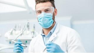 Стоматология по купонам! Ультразвуковая чистка зубов, снятие налета методом Air Flow, лечение кариеса! Скидка до 89%!